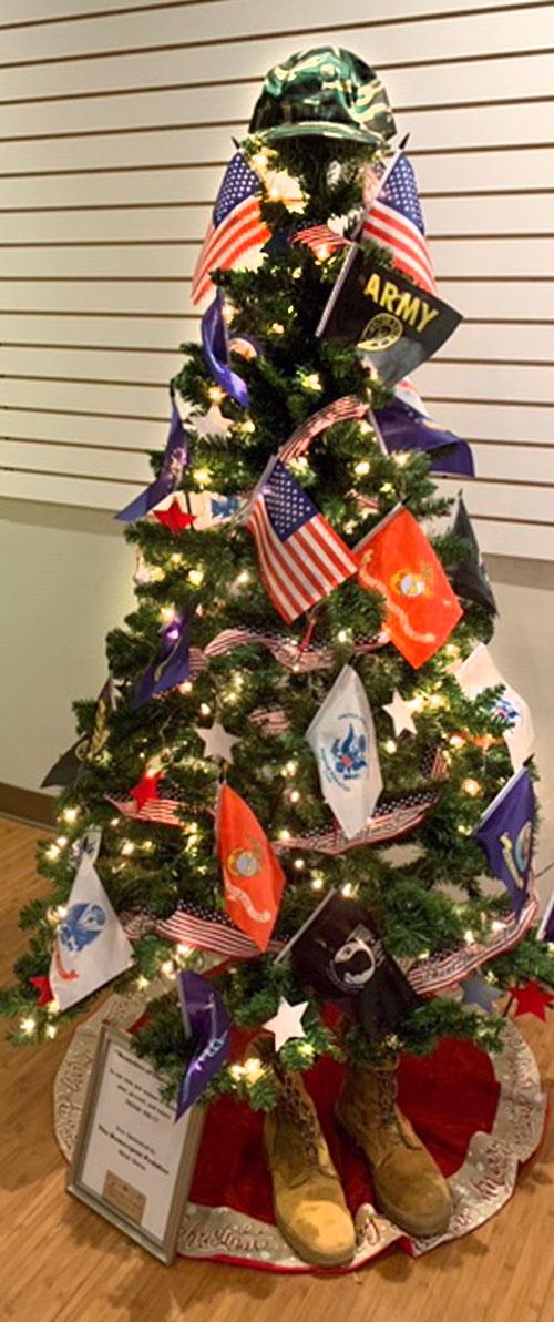 Homespun Peddler Holiday Tree